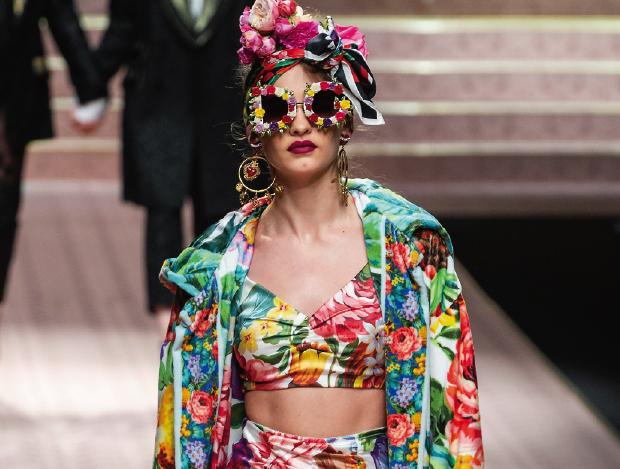 열대 분위기를 자아내는 여름 패션