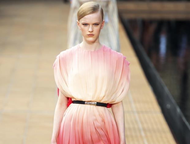 타이다이 염색 기법을 활용한 패션들