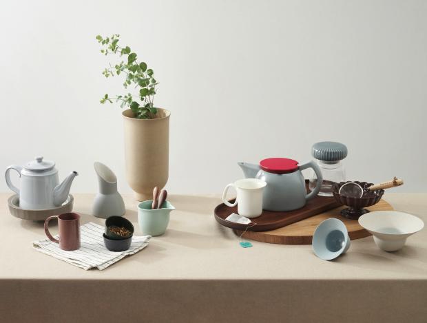 세 가지 스타일의 티 테이블