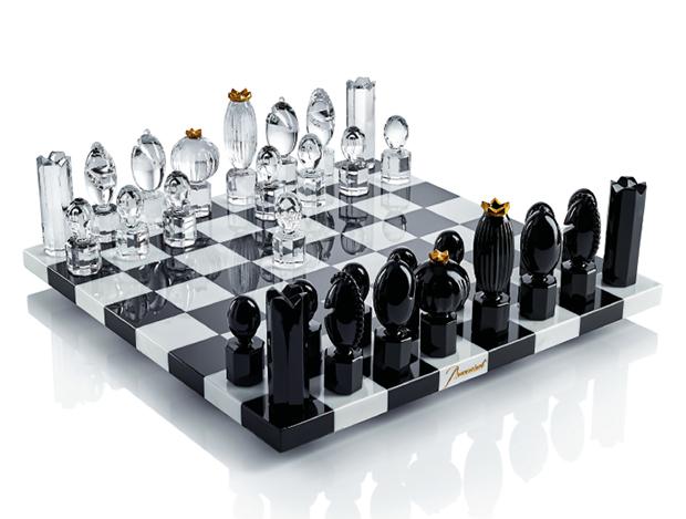 디자이너 마르셀 반더스가 바카라를 위해 크리스털로 재해석한 체스 세트